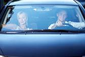 Un couple dans la voiture — Photo