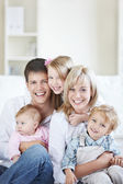 Смеющаяся семья — Стоковое фото