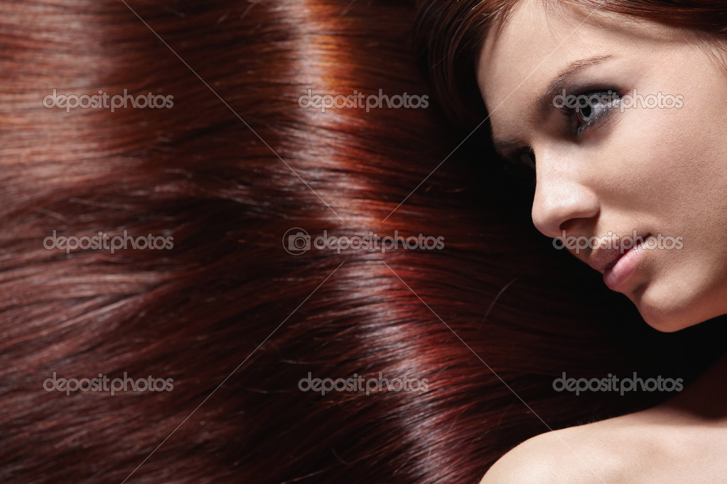 Attractive girl with beautiful healthy hair — Stock Photo #4715897