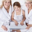 Family with a laptop — Foto Stock