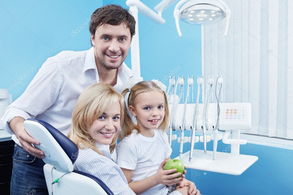Families with a child in the dental office — Foto de Stock   #4849980