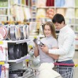 Married couple in the store — Stock Photo