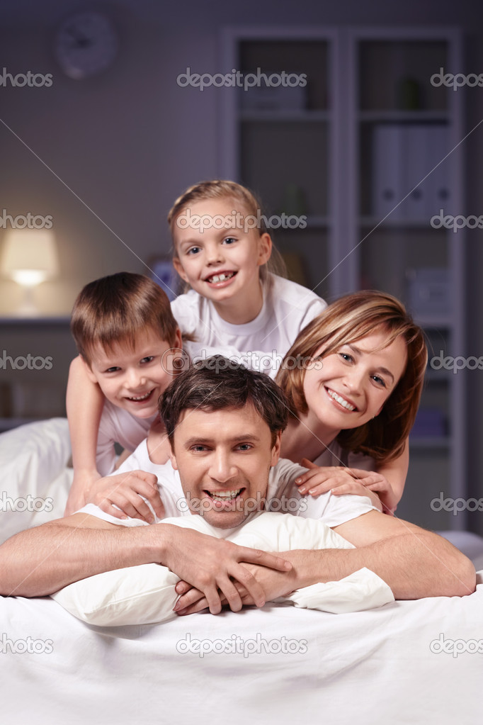 Families in bed at night at home — Stock Photo #5050481