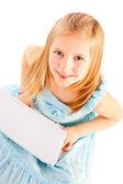 Lachende acht jaar oud meisje werken met computer over wit — Stockfoto