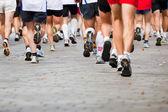 Running in city marathon — Stockfoto