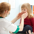 Doctor study little girl — Stock Photo