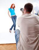 Joven mujer posando — Foto de Stock