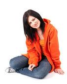 Sitzende Mädchen in orange sweatshirt — Stockfoto