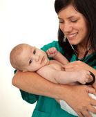 Kvinna läkare examen baby — Stockfoto