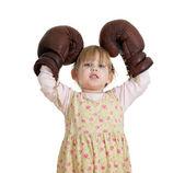 小女孩戴上拳击手手套 — 图库照片