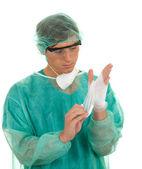 Doktor na chirurgické rukavice — Stock fotografie