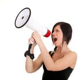 Jonge vrouw met megafoon — Stockfoto