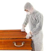 上昇 - 棺を持つ男 — ストック写真