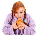 Mulher jovem em roupão com xícara grande — Foto Stock