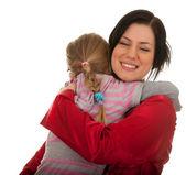 Bambina abbracciarsi alla madre — Foto Stock