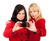 Twee vrouwen met camera — Stockfoto