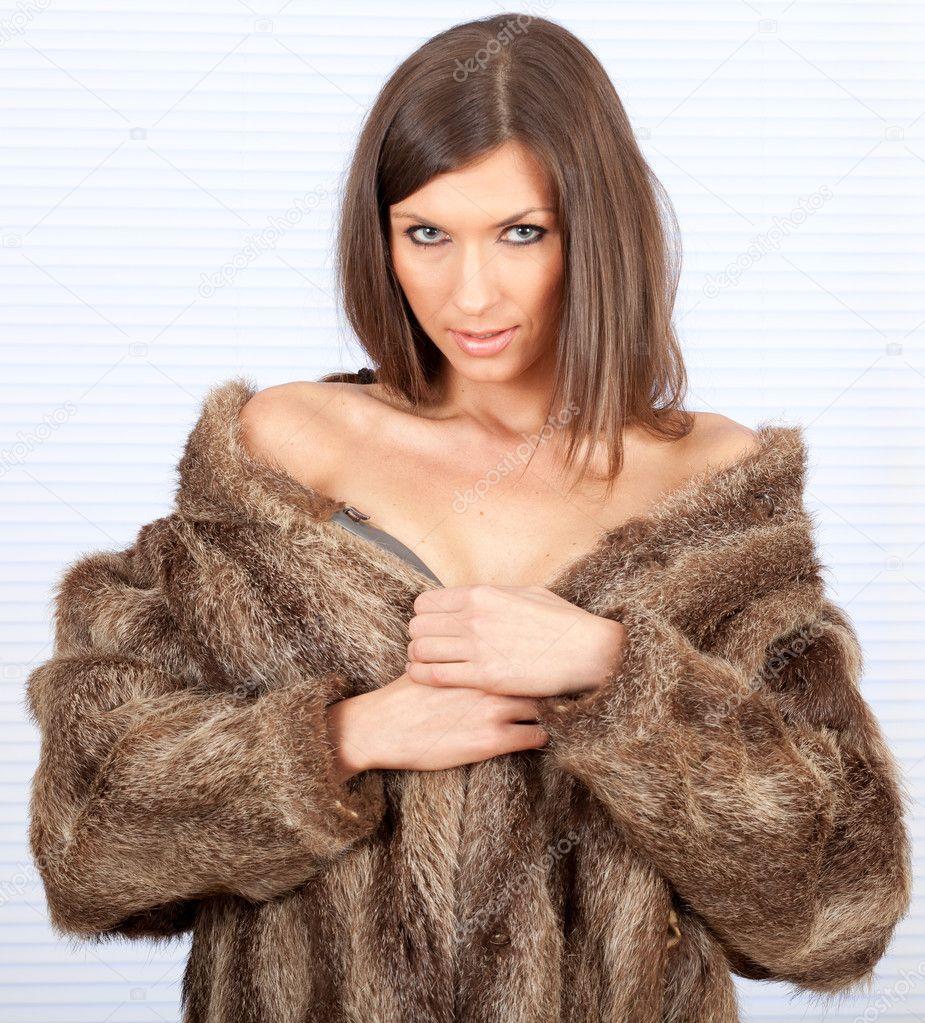 Beautiful woman in a fur coat — Stock Photo © photomak 4549736