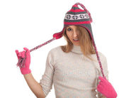 молодая женщина в зимней шапке — Стоковое фото