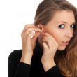 Young woman founds ear-rings - Foto de Stock