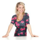 χαμογελώντας νεαρή γυναίκα — Stockfoto