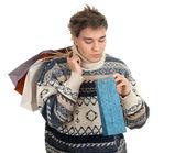Mevcut bir çanta genç adam — Stok fotoğraf