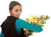Zamyślona kobieta z orchidei — Zdjęcie stockowe