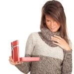 Frau und Geschenkschachtel — Stockfoto