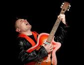 Muž hraje na elektrickou kytaru — Stock fotografie