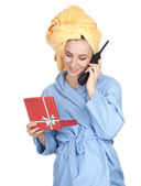 Vrouw in badjas en handdoek op hoofd — Stockfoto