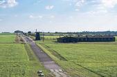 Quartel de prisão e o relógio da torre no campo de concentração — Foto Stock
