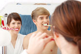 Young couple cleaning teeth — Stock Photo