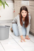 Young woman cleaning flor — Stock Photo