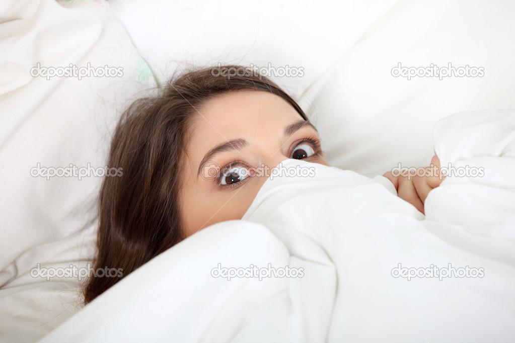 Scared young woman in bed.  — Stock Photo #4966034