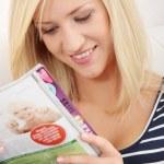 Woman reading a magazine — Stock Photo
