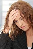 Zakenvrouw met hoofdpijn — Stockfoto