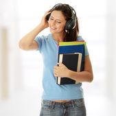 Schüler mädchen hören die musik — Stockfoto