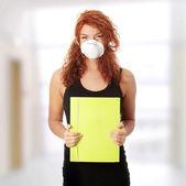 öğrenci kadın maskesi — Stok fotoğraf