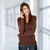 Ragazza adolescente con il cellulare — Foto Stock