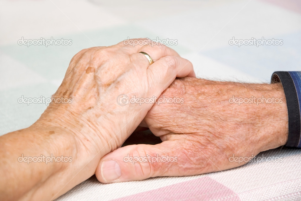 Senior couple holding hands in loce — Stock Photo #4110660