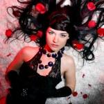 femme belle et romantique avec rose rouge — Photo #4174117