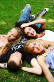 Teenagers group in the park — Stock Photo