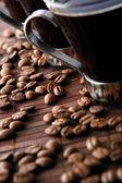 ブラック コーヒーと 2 つのコーヒー カップ — ストック写真