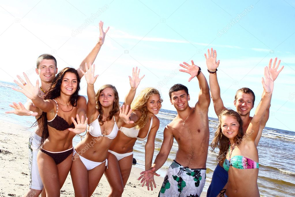 Happy teenagers playing in the sea — Stockfoto #4300690