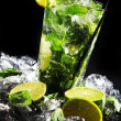 Fresh drink with green lime — Stok Fotoğraf #5023328