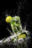 新鲜的饮料与绿色石灰 — 图库照片