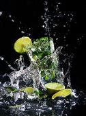 Yeşil limonlu taze içecek — Stok fotoğraf