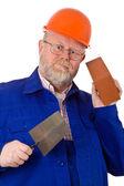 Pedreiro com espátula e tijolo — Foto Stock