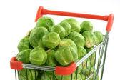ショッピングのトロリーの芽キャベツ — ストック写真