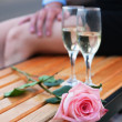 Pink rose and two wineglasses with champagne — Foto Stock