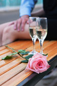 Pink rose and two wineglasses with champagne — Stock Photo